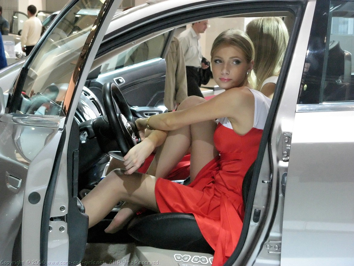 Leggy Lasses in Short Skirts Driving Male Motorists to Distraction!